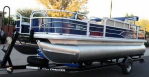 Sun Tracker Pontoon / Fishing Barge 20 foot DLX - Private Party